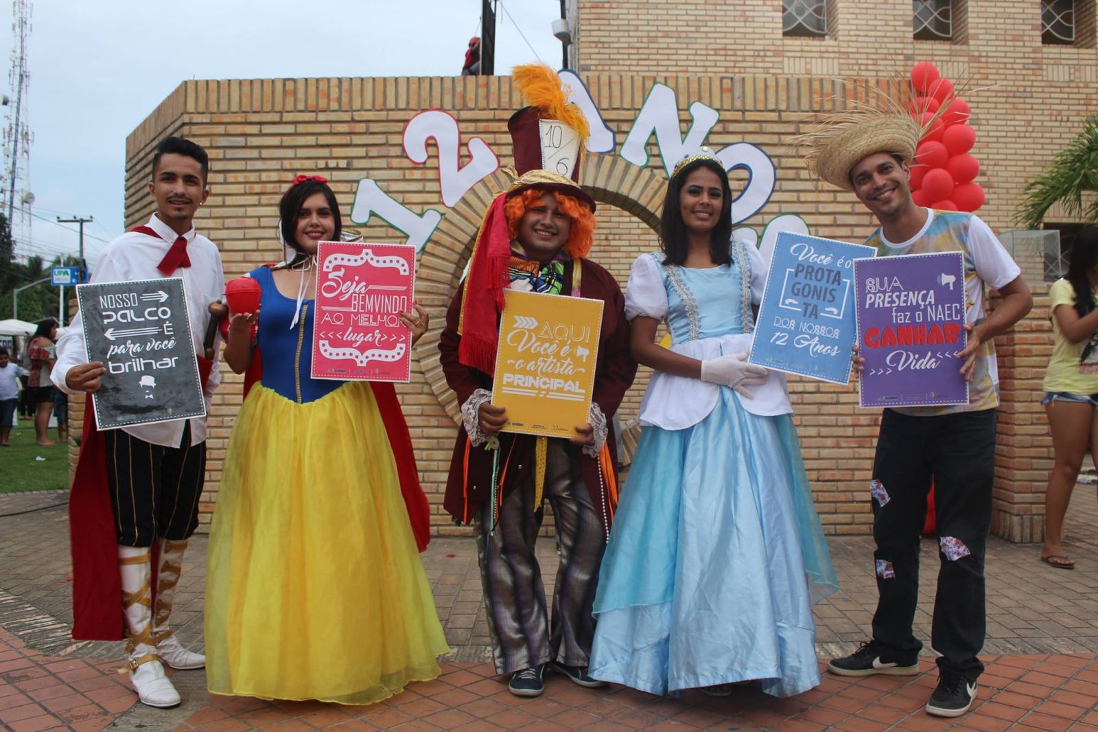NAEC comemora 12 anos com teatro, música e arrasta-pé