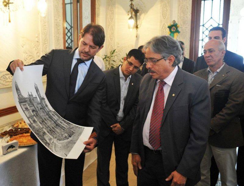 Prefeito Júnior e Governador Cid Gomes visitam sede da Fiocruz