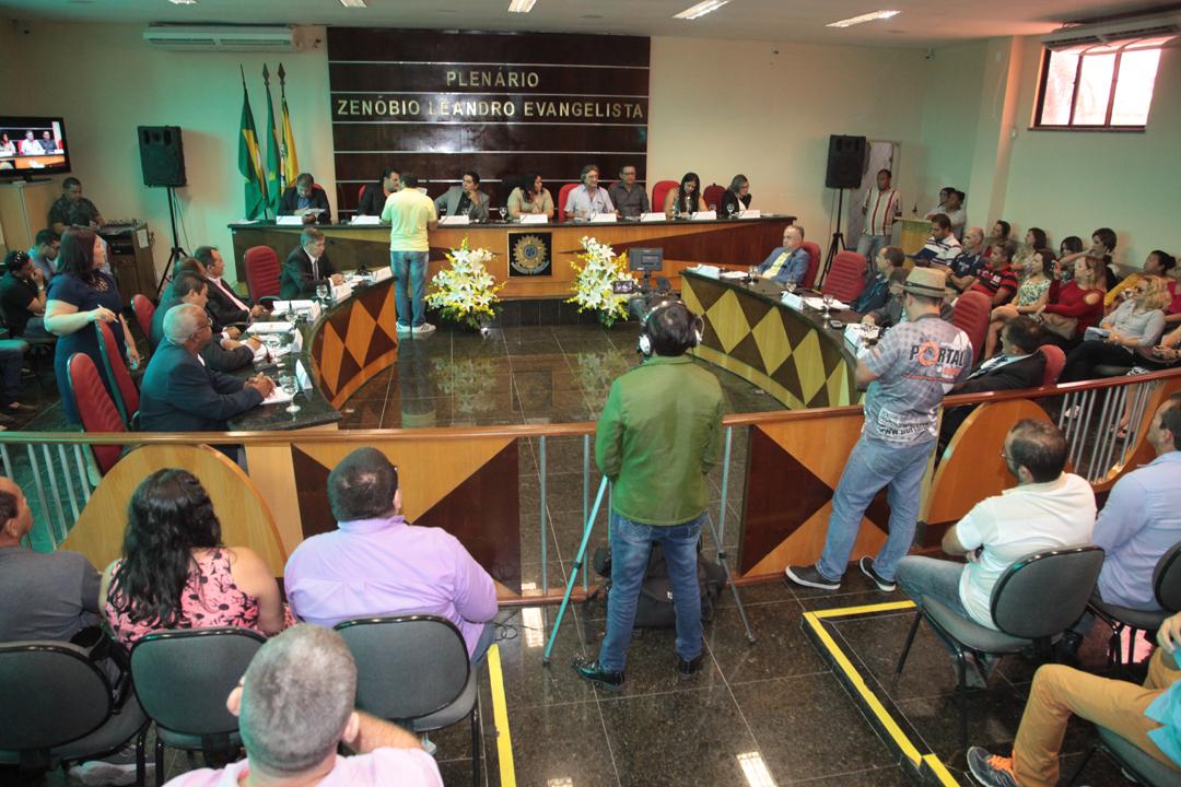 Câmara abre 8ª Legislatura com a presença do prefeito Acilon Gonçalves