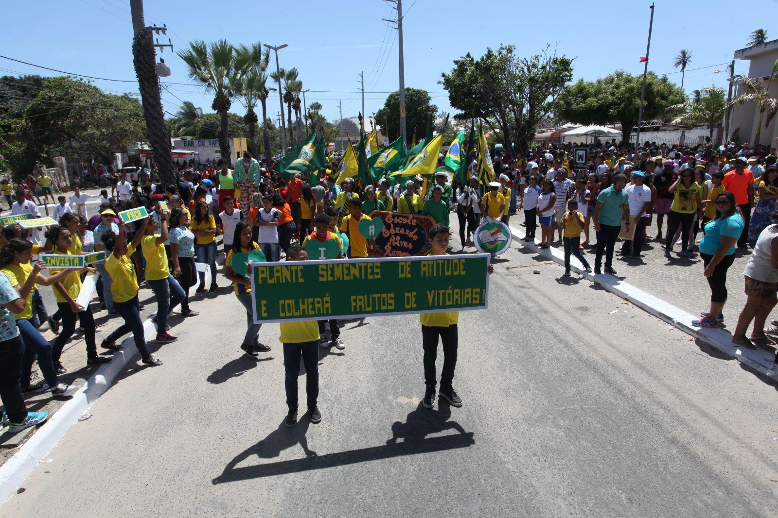 Grande Mangabeira se veste de verde e amarelo na comemoração da Semana da Pátria