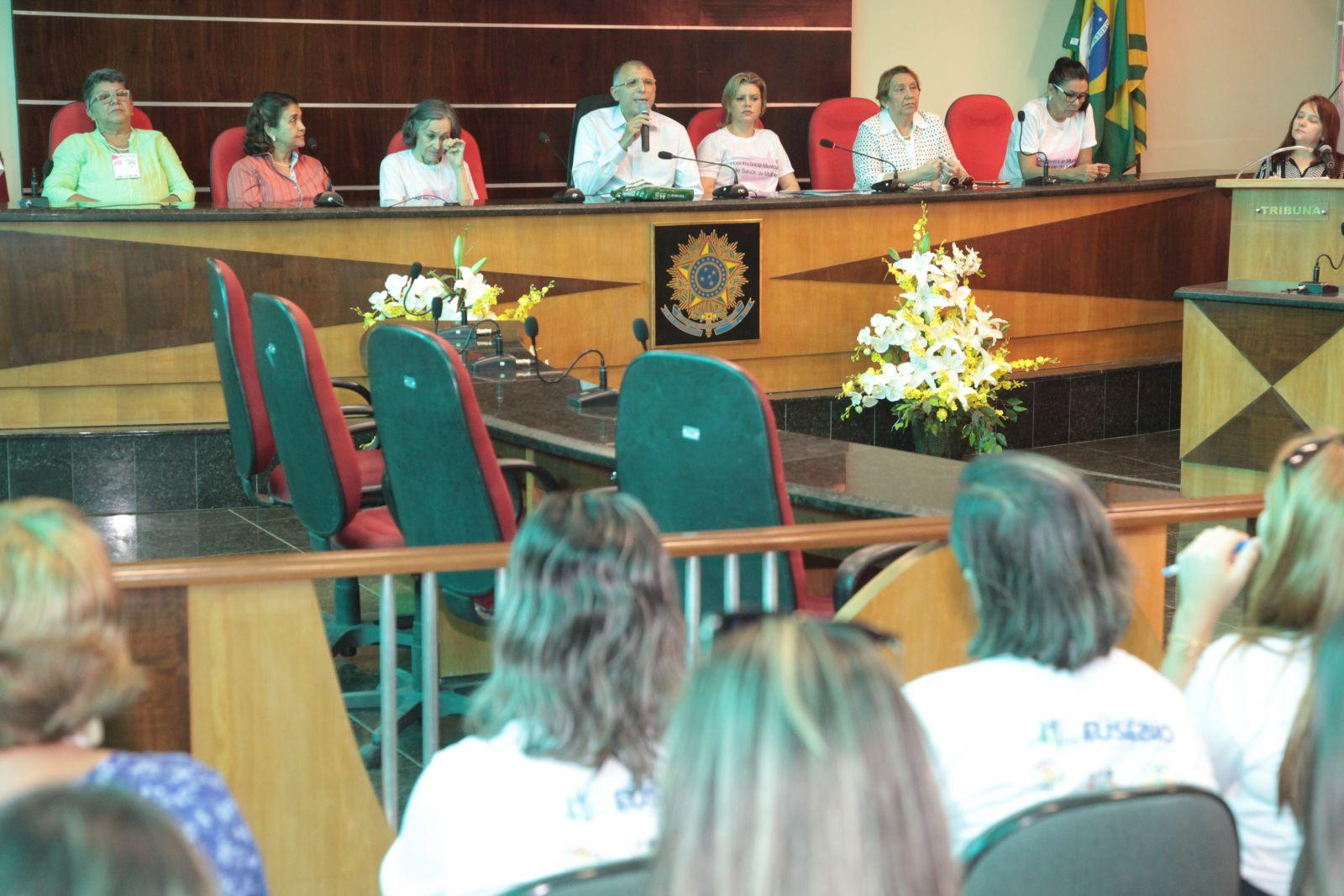 Eusébio discute criação de políticas públicas de saúde para as mulheres