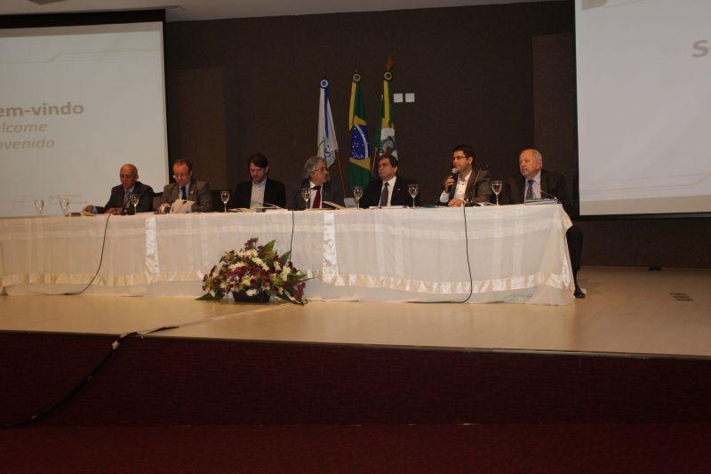 Prefeito Júnior participa de encontro sobre Polo Tecnológico de Saúde