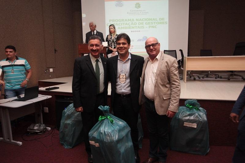 Eusébio recebe premiação do Selo Município Verde