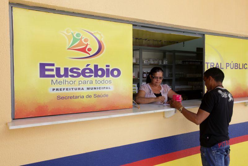 Farmácia Central Pública dá suporte a Rede de Saúde