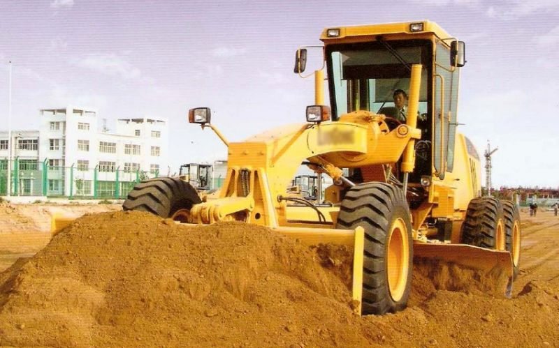 Eusébio recebe motoniveladora pelo PAC Máquinas