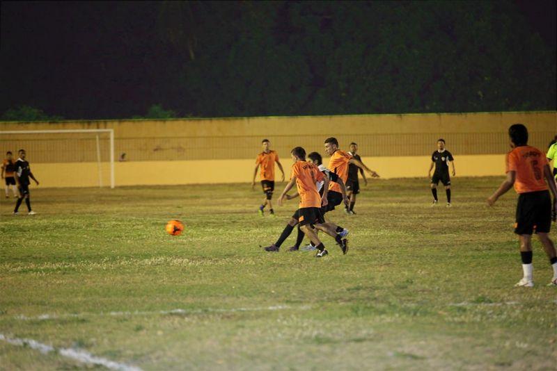 Eusébio começa o Torneio Início de Futebol